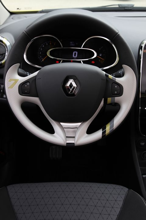 essai renault clio 4 sooooo sexy. Black Bedroom Furniture Sets. Home Design Ideas
