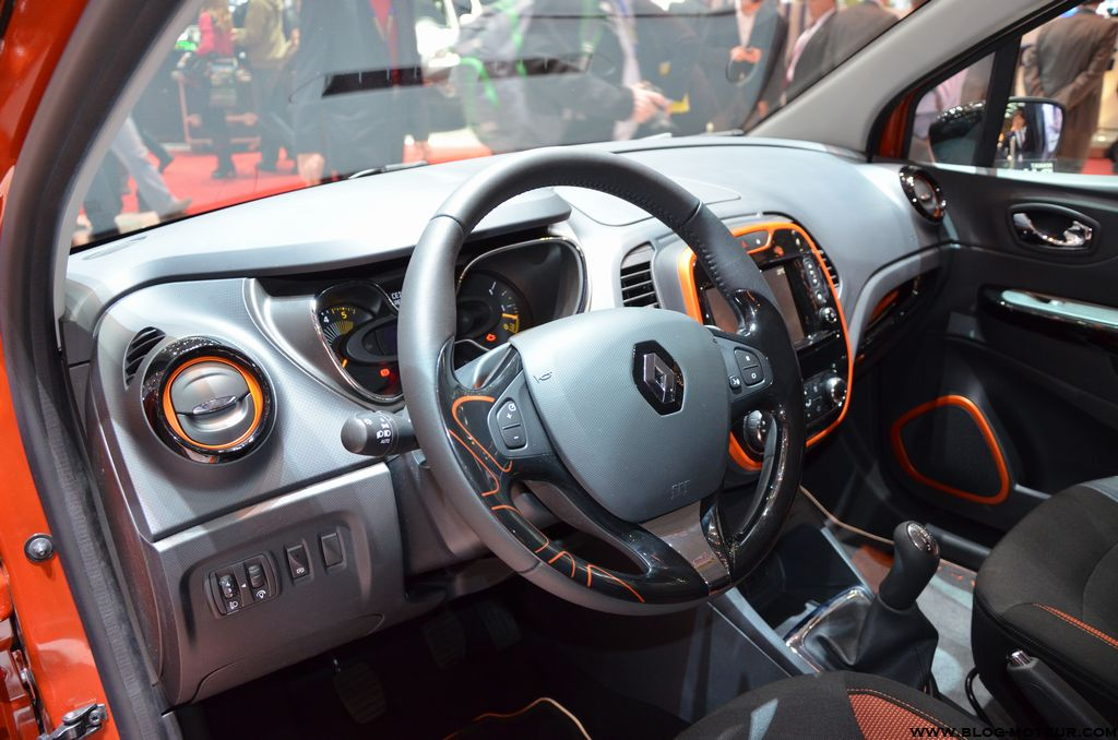 gen ve 2013 zoom sur le renault captur. Black Bedroom Furniture Sets. Home Design Ideas