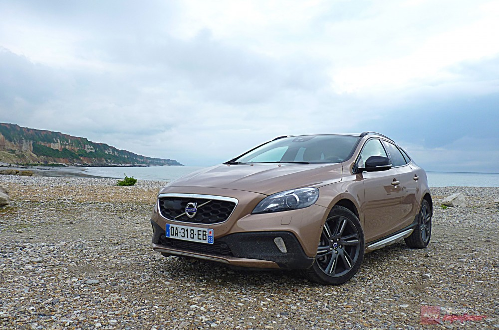 essai volvo v40 cross country of rst rbar. Black Bedroom Furniture Sets. Home Design Ideas