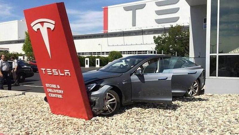 Tesla S Accident