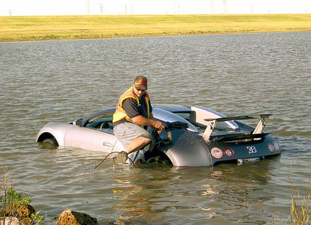 bugatti veyron dans un lac son propri taire risque 20 ans de prison pour fraude. Black Bedroom Furniture Sets. Home Design Ideas