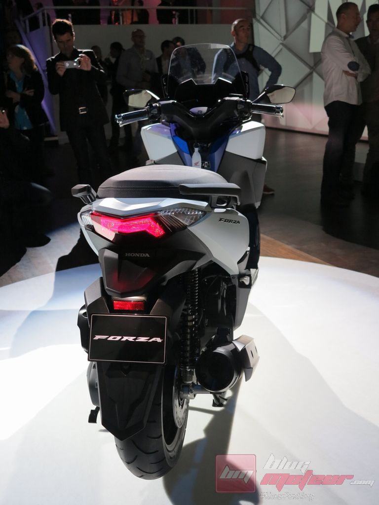 avant premiere mondial le scooter honda forza 125. Black Bedroom Furniture Sets. Home Design Ideas