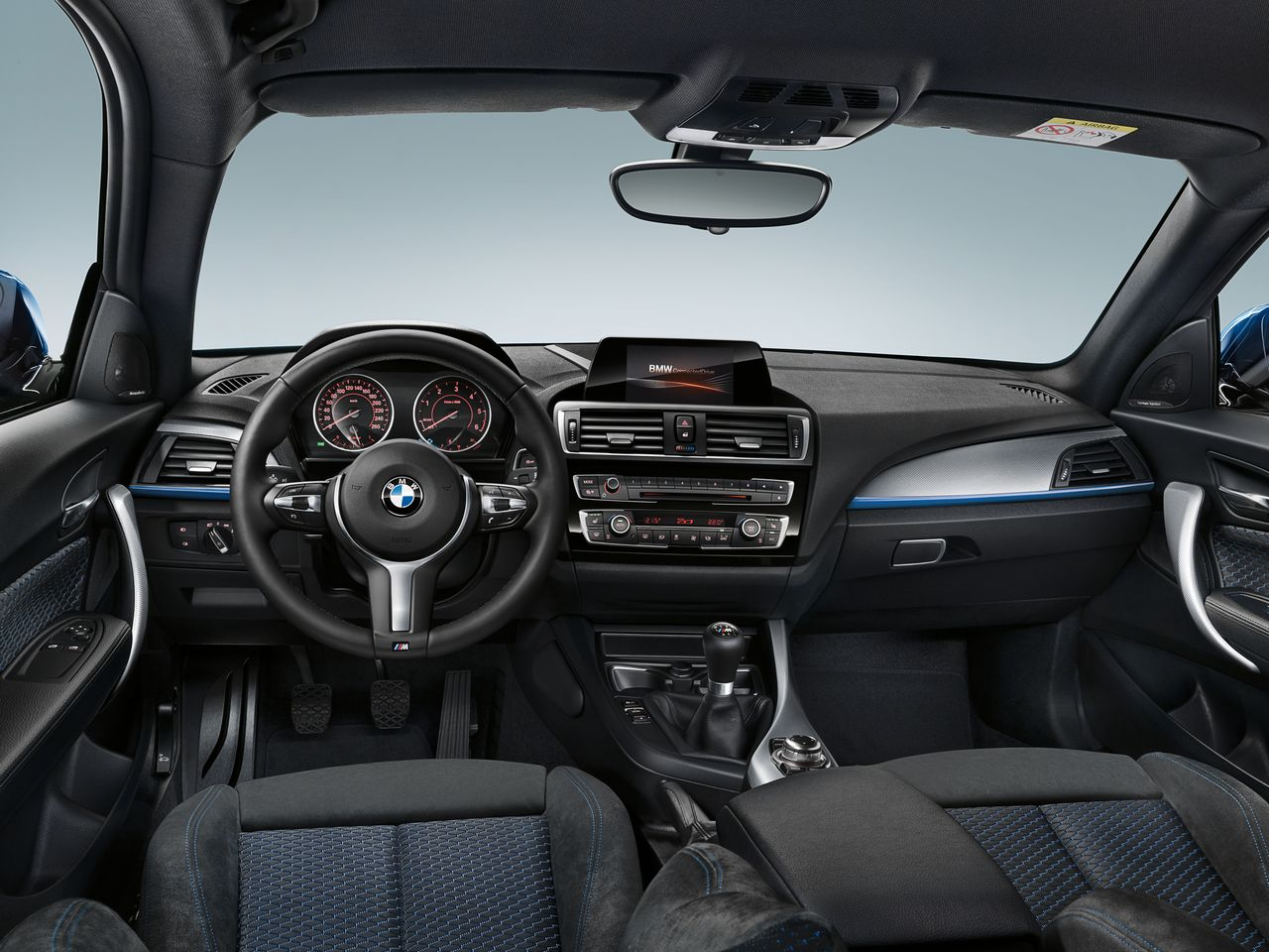 Essai nouvelle bmw s rie 1 lifting r ussi for Interieur sport