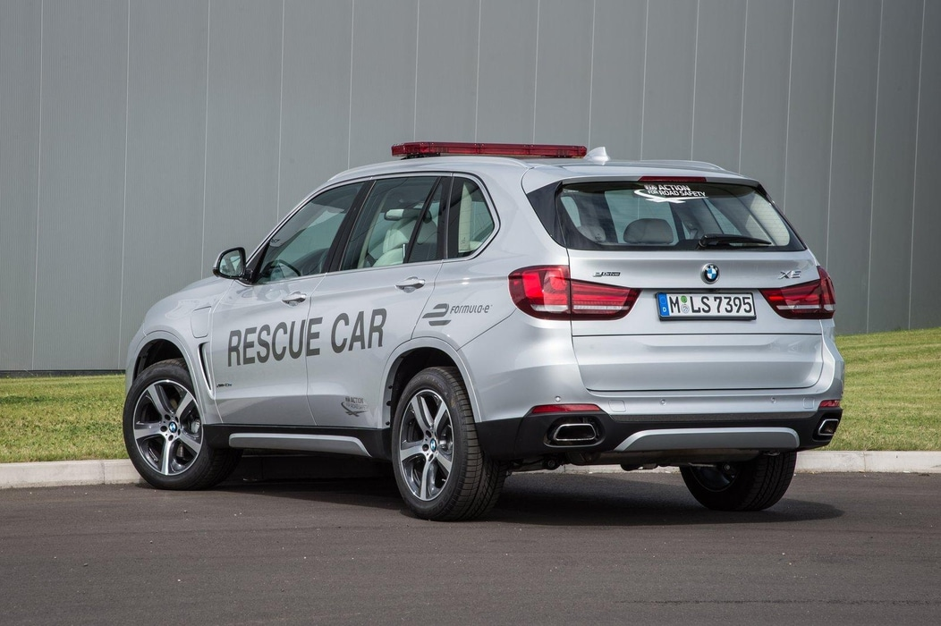 le bmw x5 plug in hybride v hicule de secours en formule e. Black Bedroom Furniture Sets. Home Design Ideas