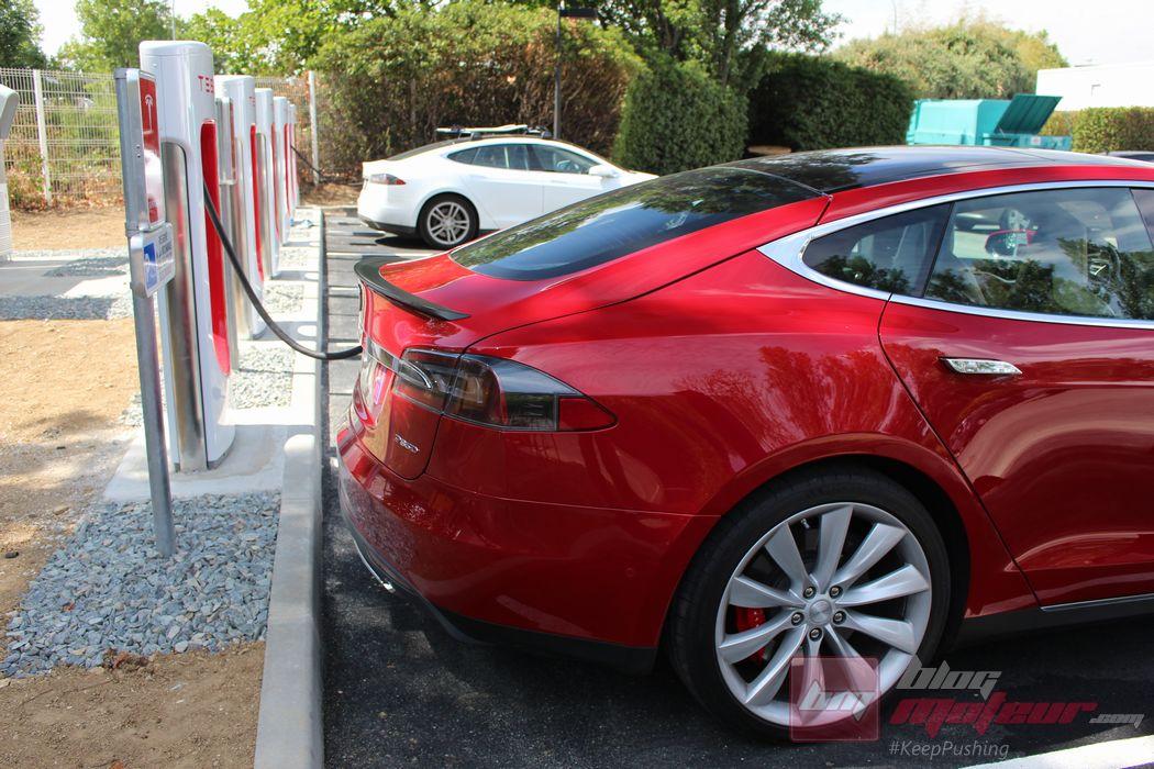 Tesla étend son réseau de recharge et d'après-vente en France