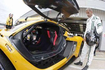 Chris Harris au volant de la Renault R.S.01