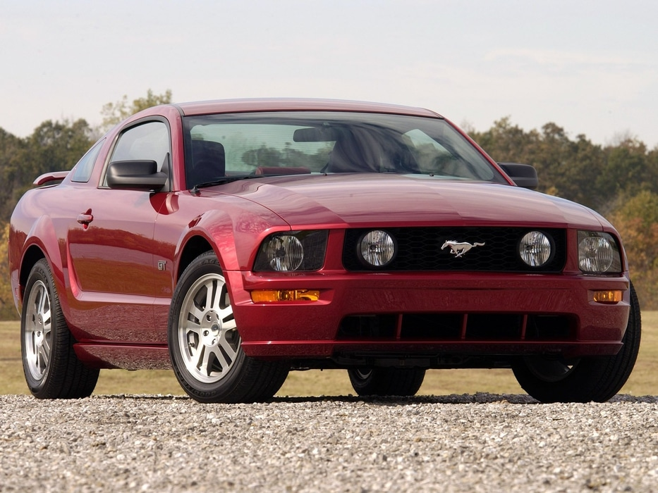 Ford-Mustang-2005