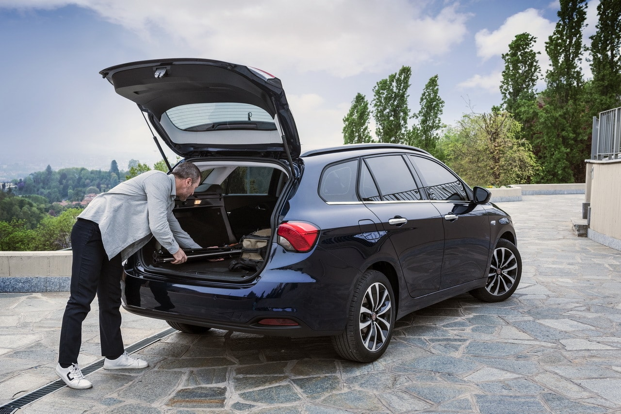 fiat tipo station wagon le break low cost. Black Bedroom Furniture Sets. Home Design Ideas