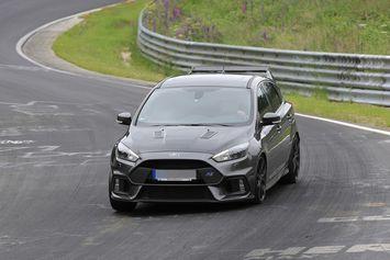 La Focus RS500 s'échauffe sur le Nürburgring