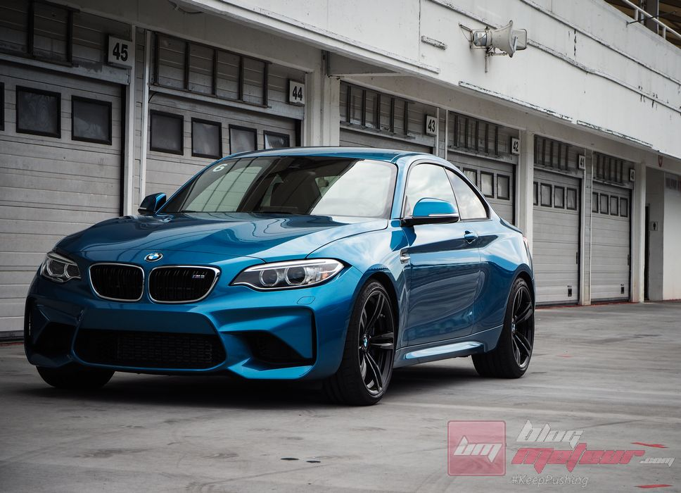 essai la bmw m2 sur le hungaroring plaisirs l39ancienne bmw. Black Bedroom Furniture Sets. Home Design Ideas