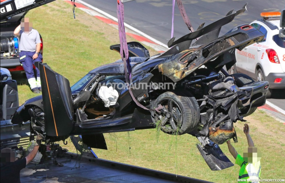 Koenigsegg-One:1-Crash-2