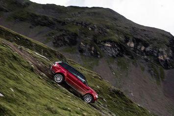 Video : le Stig descend une piste de ski en Range Rover Sport