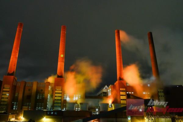 La centrale électrique, emblème du site, ressource la ville toute entière