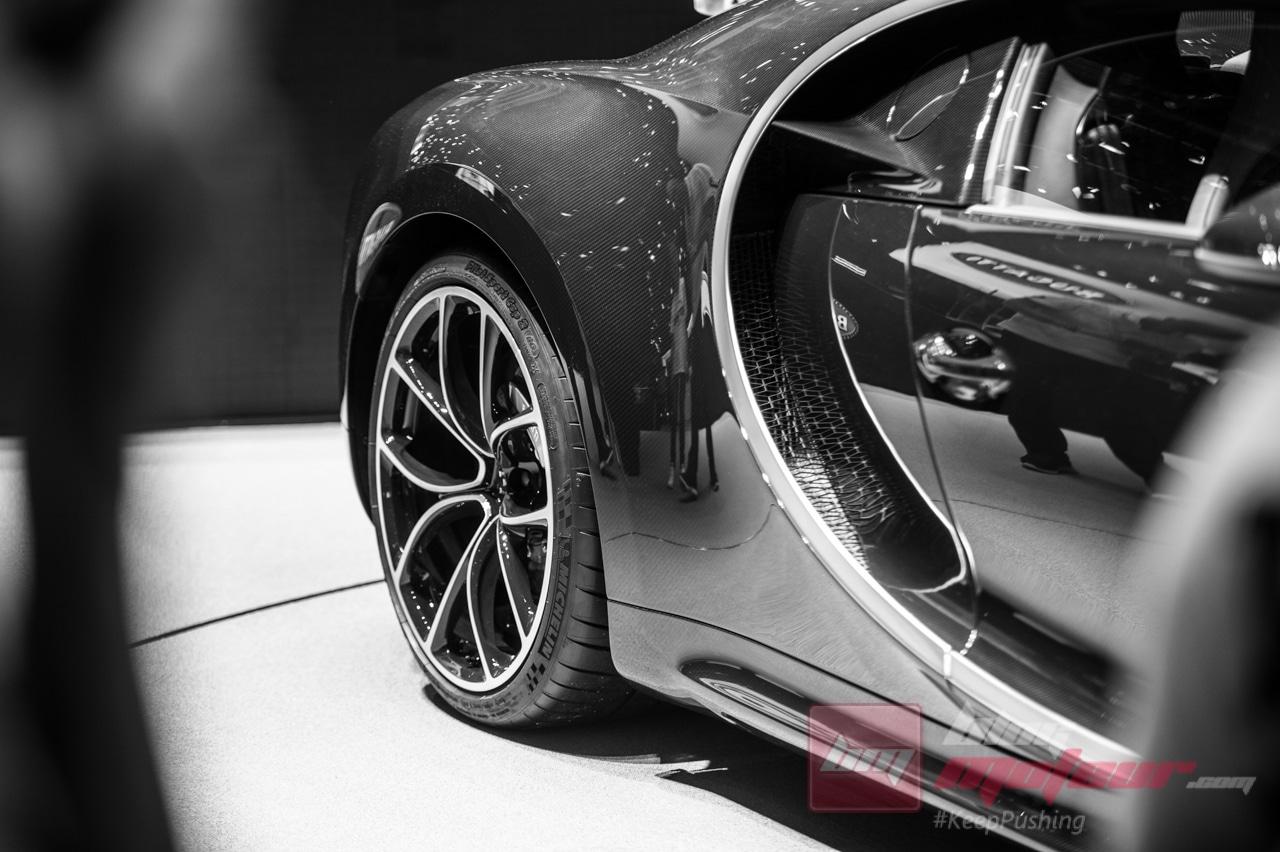 Geneve Bugatti Chiron 2