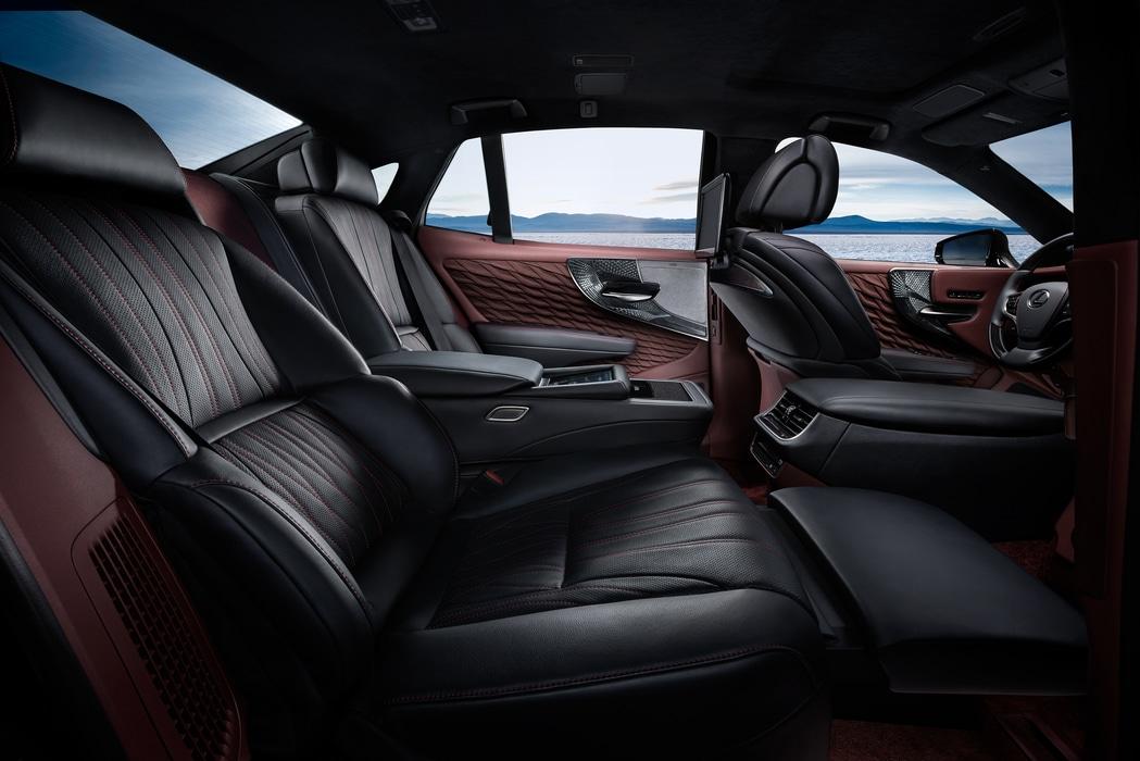 Lexus-LS500H-2017-4