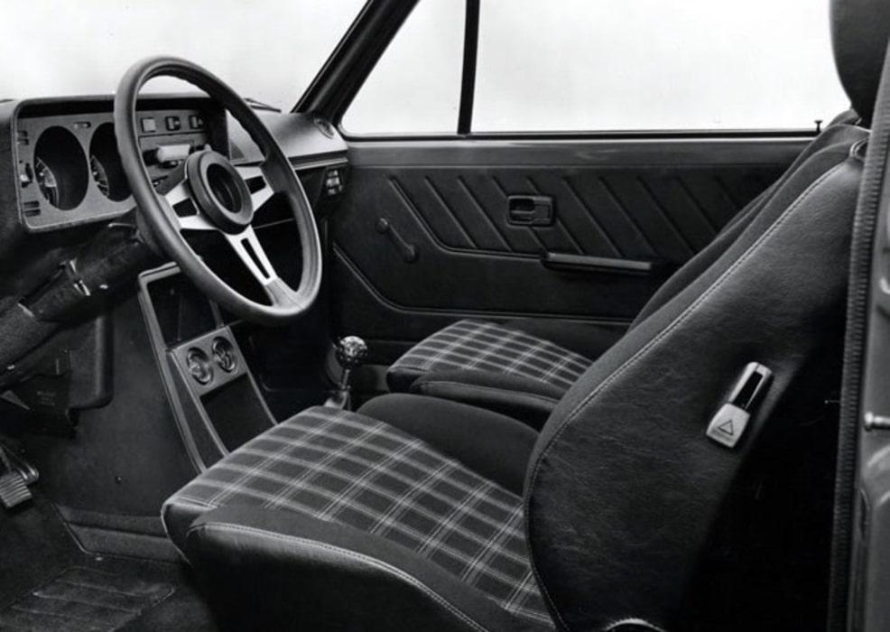 VW-Golf-I-GTI-Tissu-Ecossais