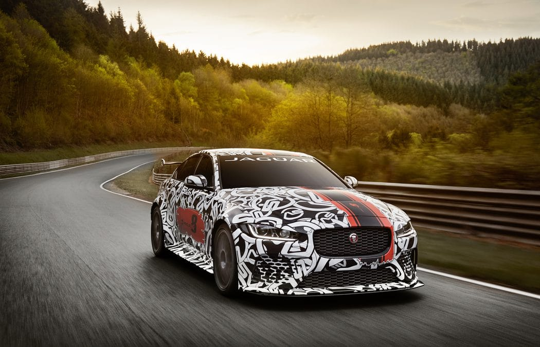 Jaguar dévoile sa XE SV Project 8 : Berline de course
