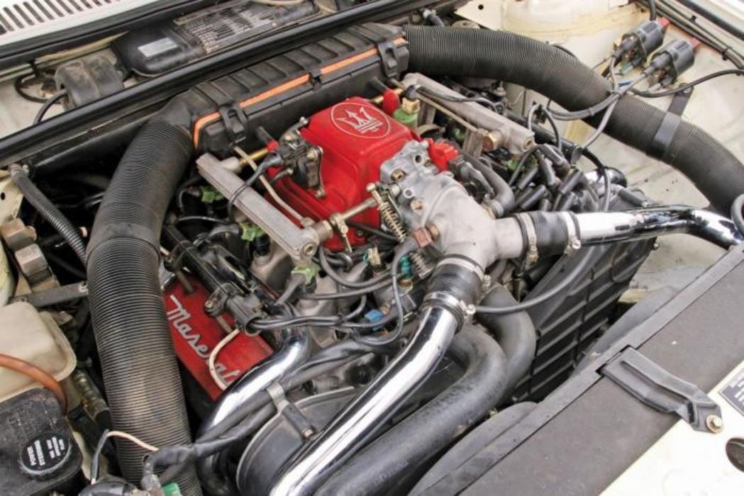 Maserati-Biturbo-Moteur