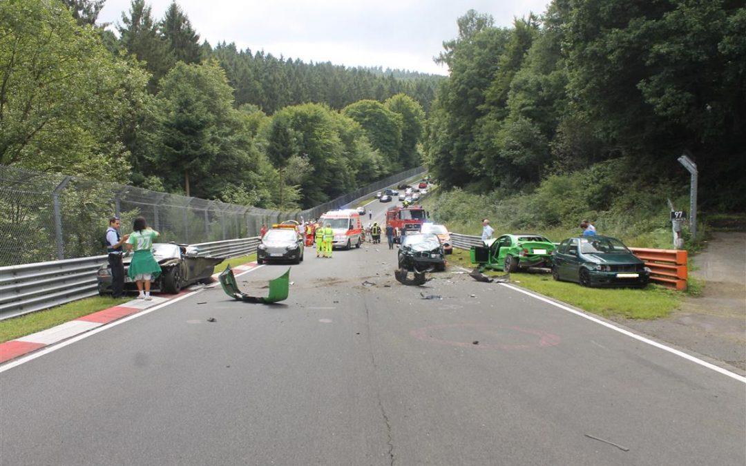 Enorme Carambolage sur le Nürburgring !