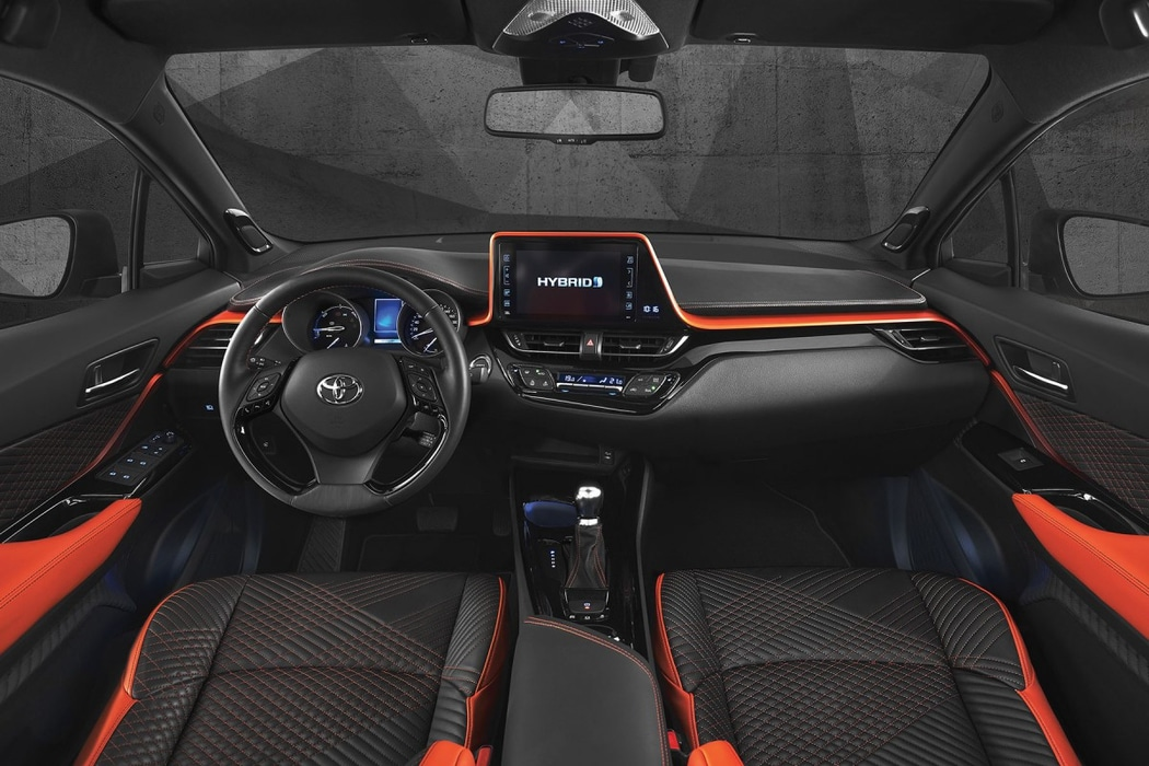 Francfort 2017 toyota ch r hy power hybrid theory for Interieur toyota chr