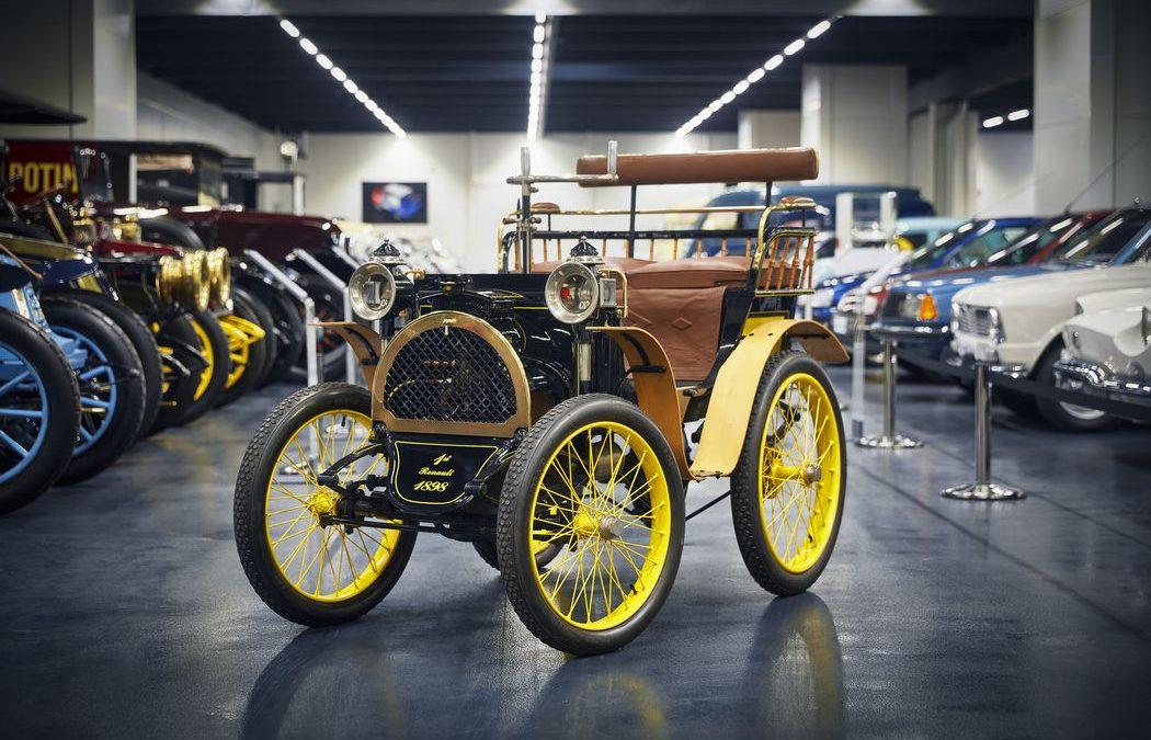 Renault fête ses 120 ans : Découverte de l'atelier et d'une partie de la collection Renault Classic