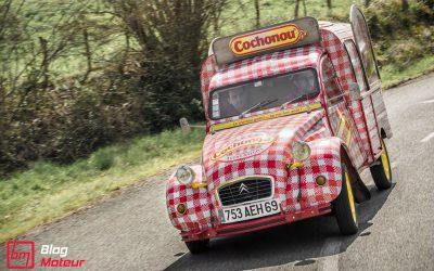 Expérience : Balade dans les mythiques 2cv Cochonou du Tour de France, et visite de leur atelier