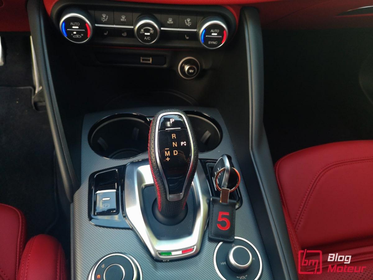 Alfa_Romeo_Giulia_levier_vitesse
