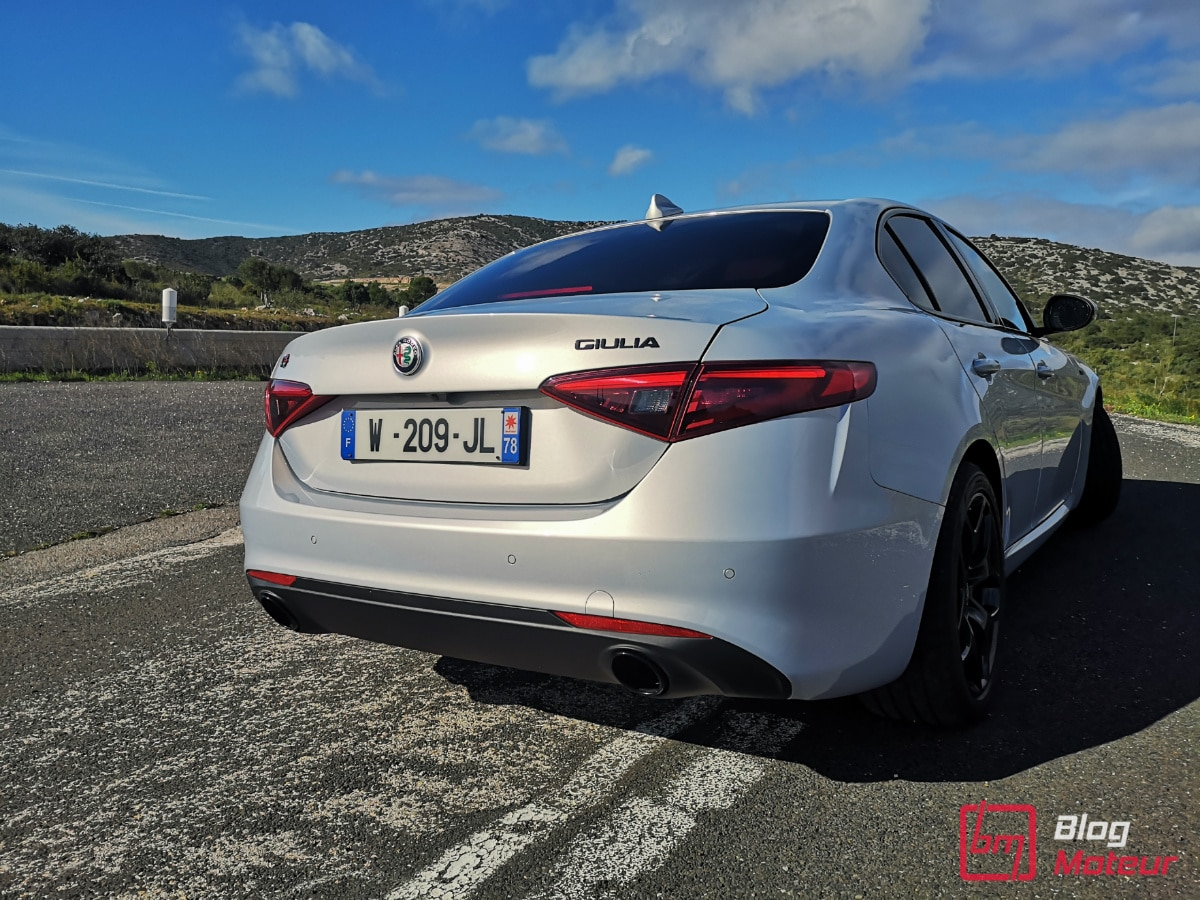 Alfa_Romeo_Giulia_arrière_route