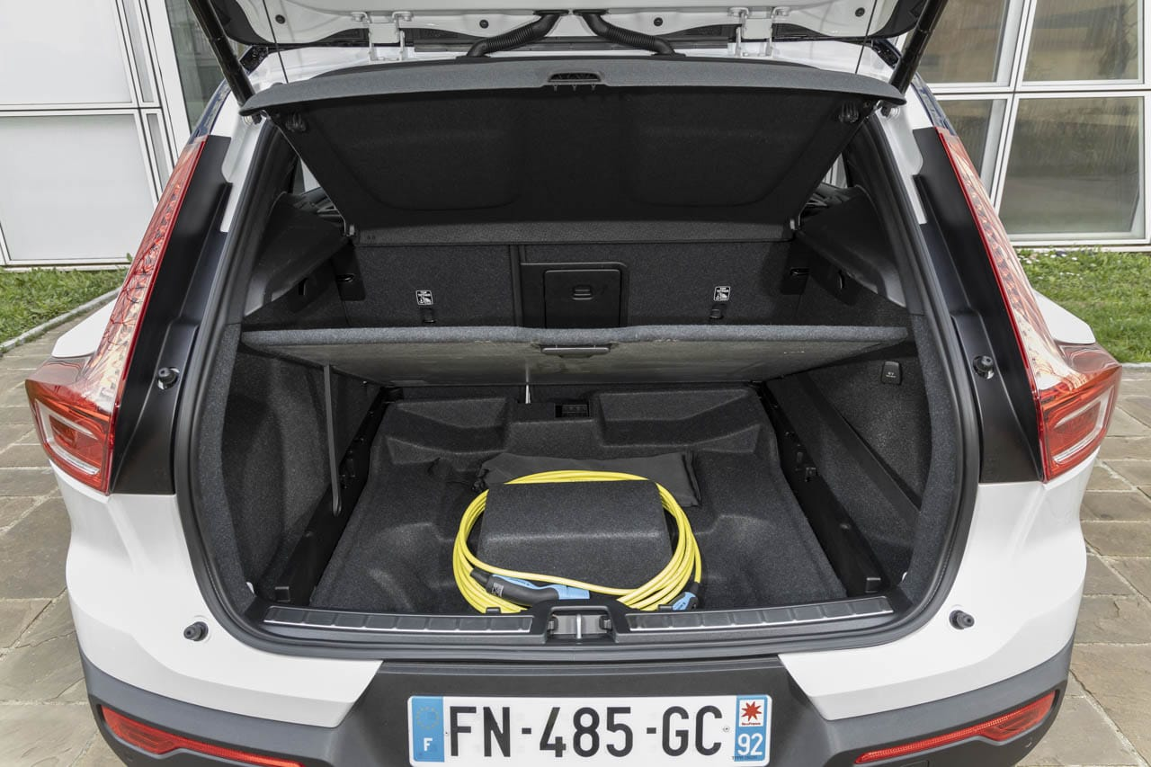 Volvo XC40 Recharge hybride T5 coffre cable