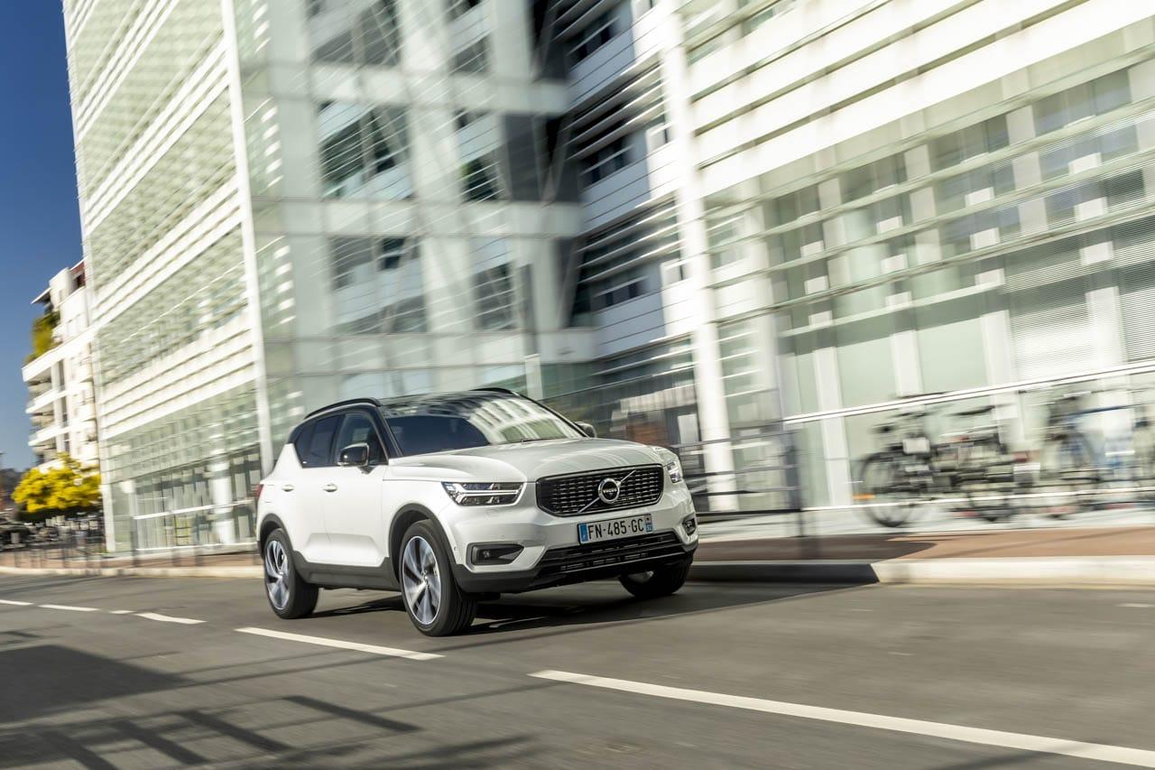Vue Volvo SUV compact hybride dynamique city