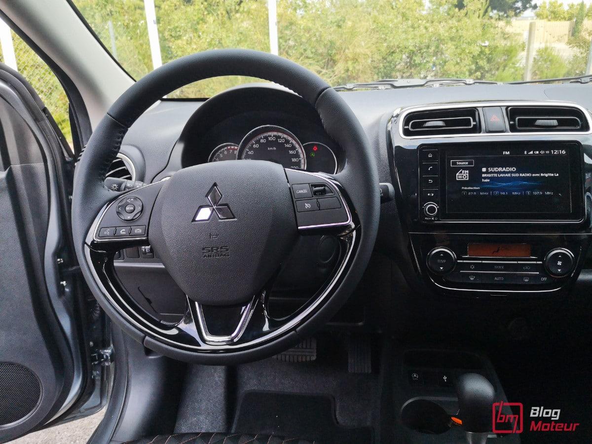 Interieur Mitsubishi Space star  restylée poste de conduite